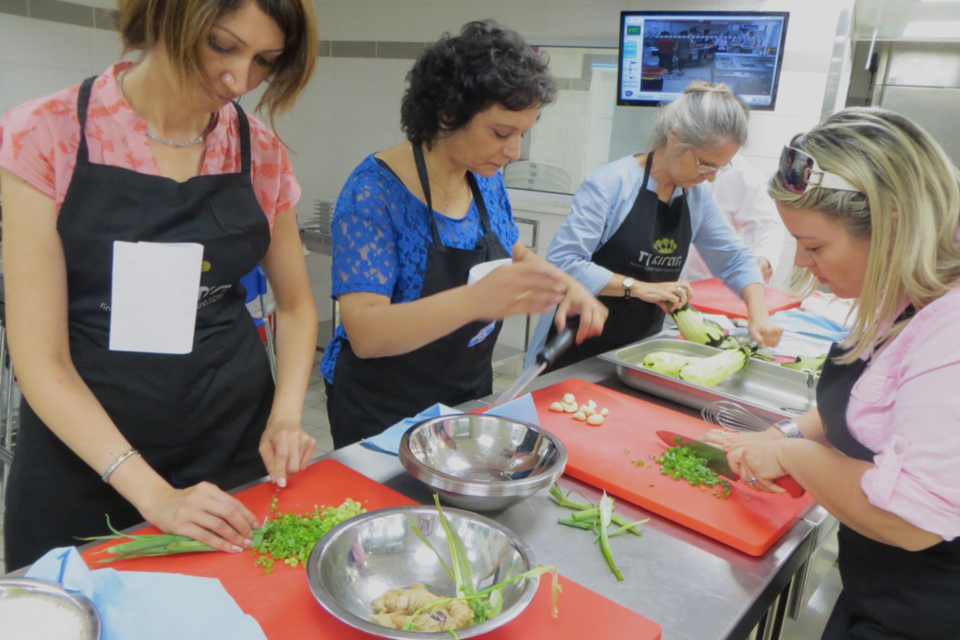 cours de cuisine à domicile ou cours en atelier : avantages et ... - Cours De Cuisine A Domicile