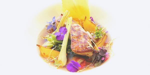 Consommé de bœuf gingembre / citronnelle accompagné de son foie gras poêlé du chef à domicile JEan-Baptiste Labarthe sur Paris