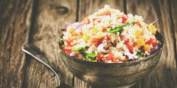 Un menu végétarien équilibré avec du quinoa