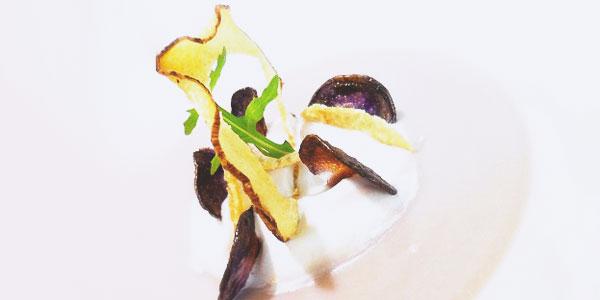 Velouté de tarot et émulsion coco de la chef à domicile Anto Cocagne
