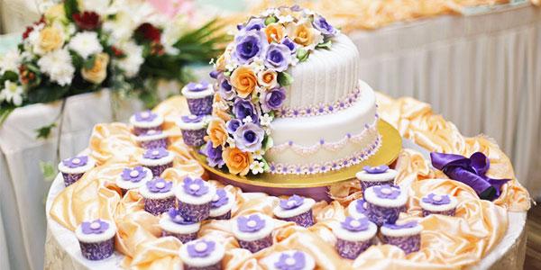 Le cake design est souvent très demandé pour les gâteaux de mariage ou wedding cakes