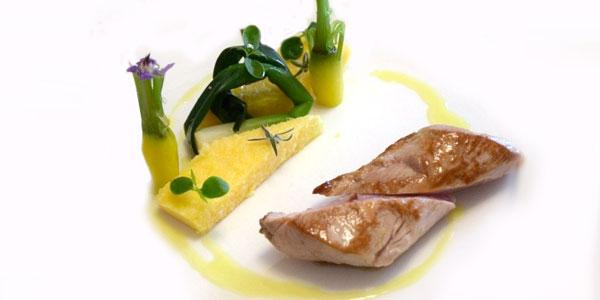 Filet mignon de porc rôti laqué au miel et barrette de polenta snackée du chef à domicile sur Paris Oscar Biville
